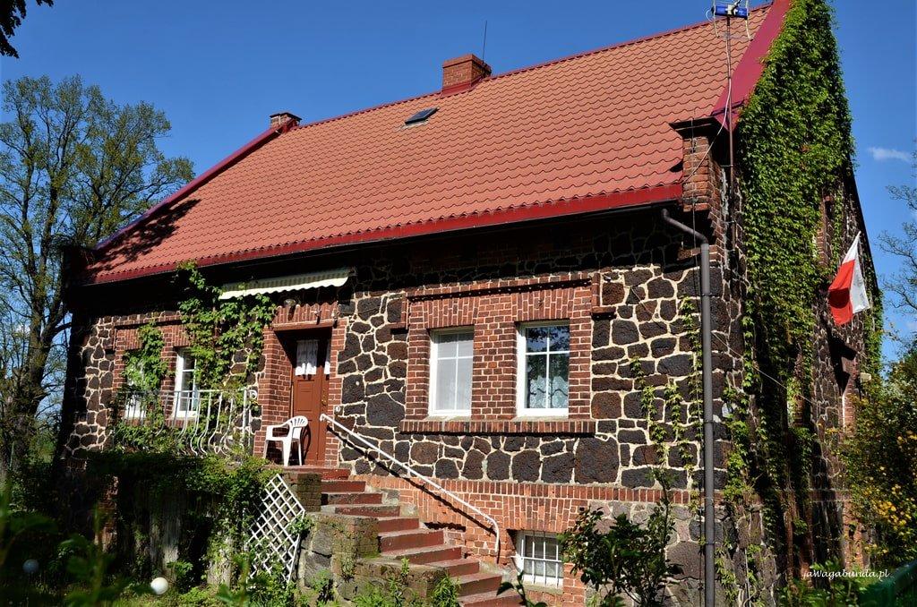 dom z rudy żelaza