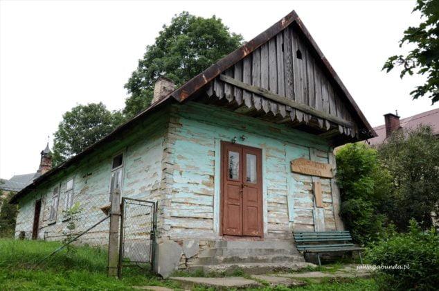 zabytkowa chata w Jaśliskach