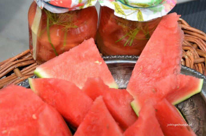 Słodki arbuz w kawałkach latem. A przez resztę roku kiszony arbuz prosto ze słoika.