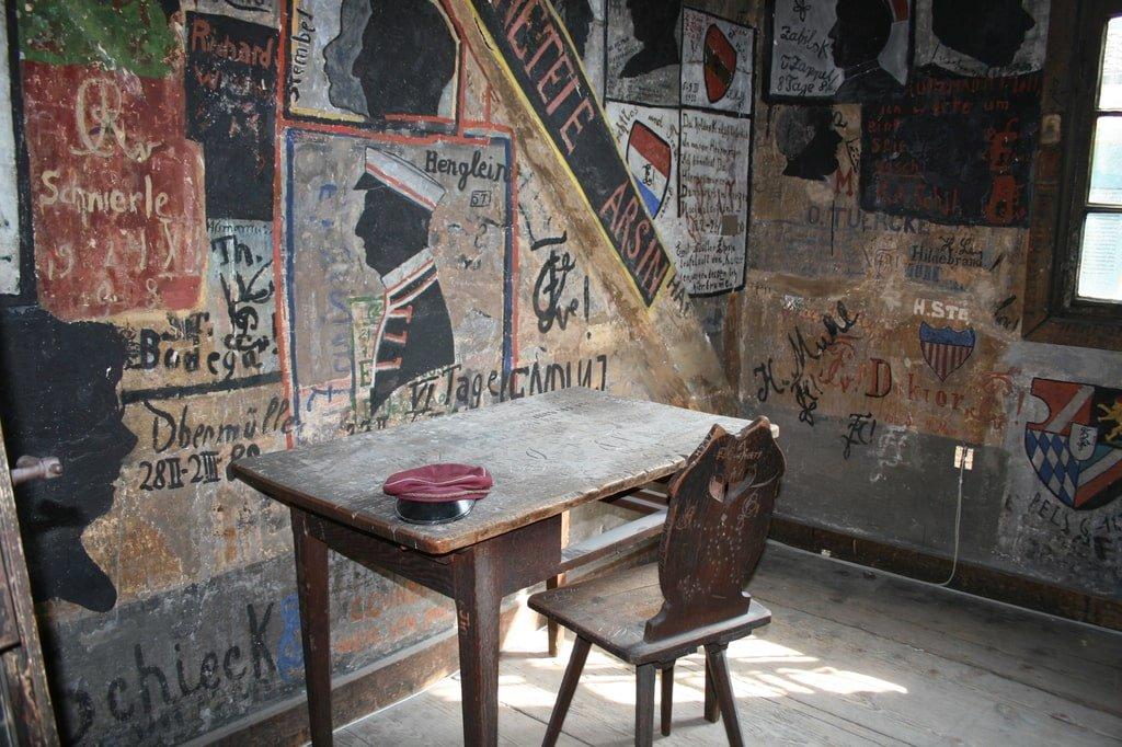 wnętrze studenckiego więzienia