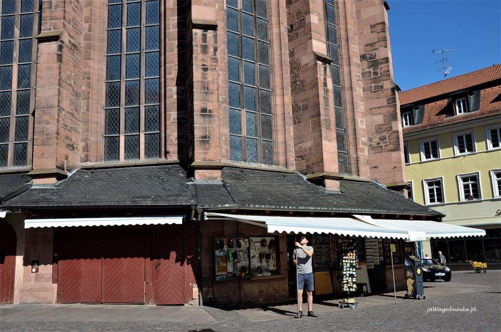 stragany na dolnej części kościoła w Heidelbergu