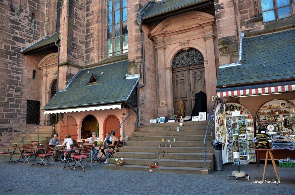 schody na kościoła i kramy Heidelberg