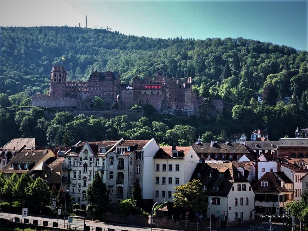 romantyczny zamek n wzgórzu