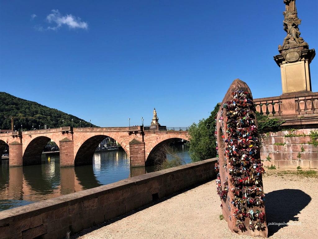 most i pomnik z kłódkami