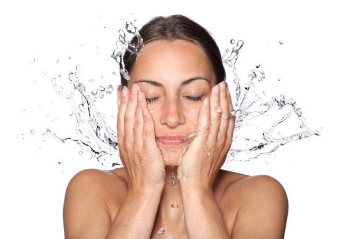 Woda termalna świetnie działa na skórę.