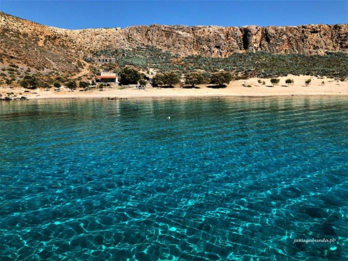 turkusowa woda na plaży