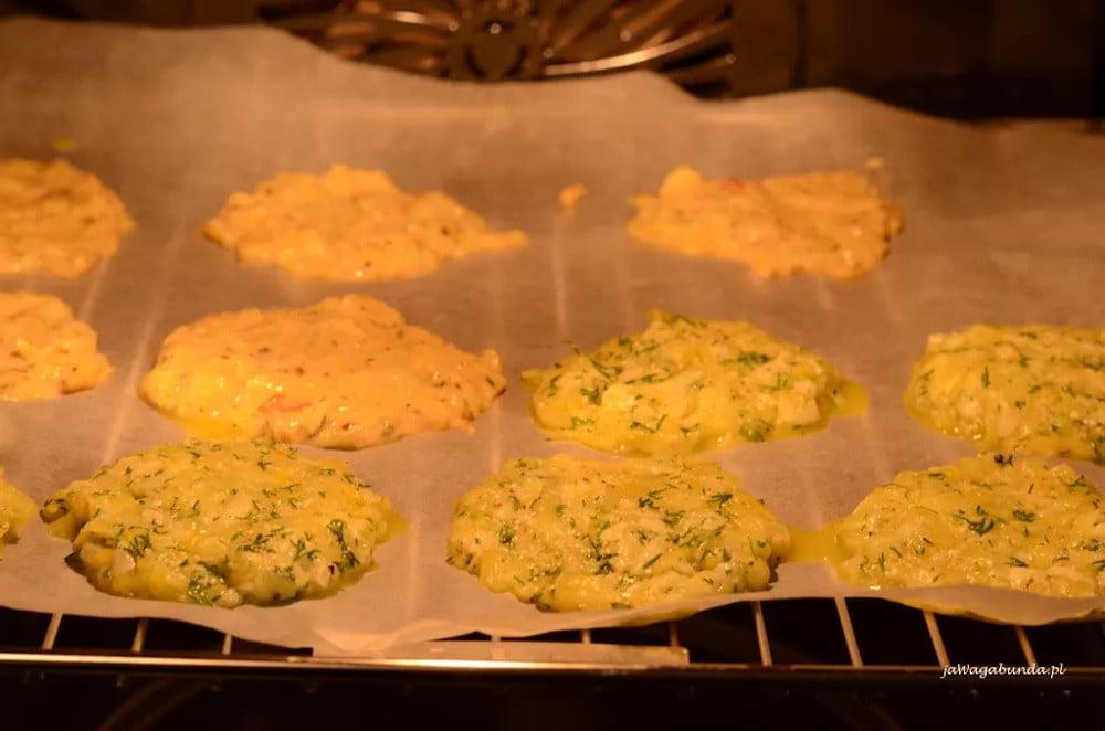 Placki z cukinii pieczone w piekarniku według przepisu.