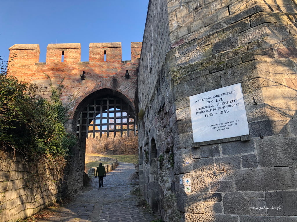 zamek i mury obronne