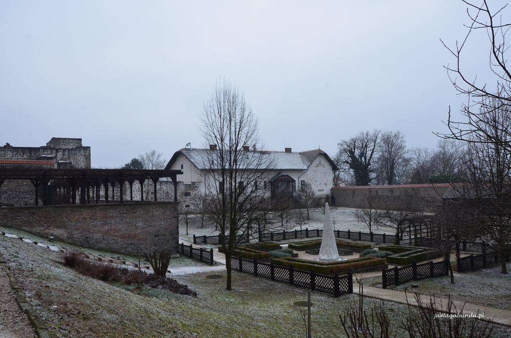 Ogród w zamku w Wyszegradzie