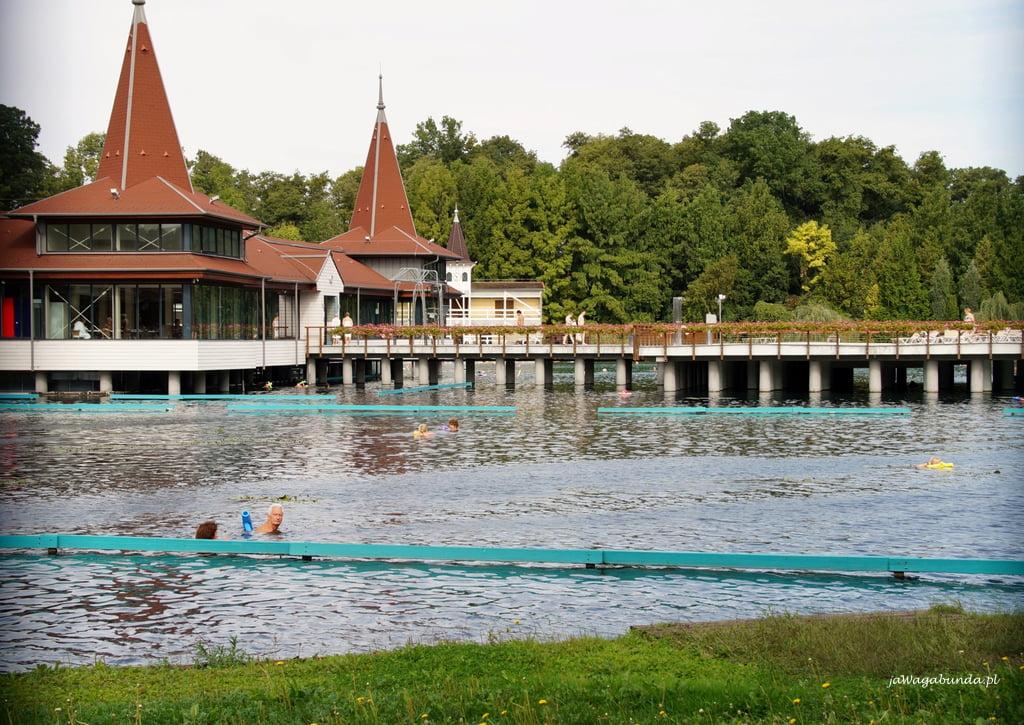 jezioro z gorącymi wodami