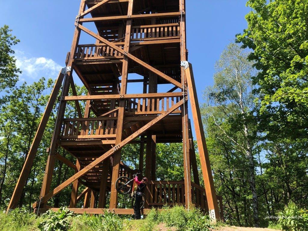 wieża widokowa drewniana w Górach Kaczawskich