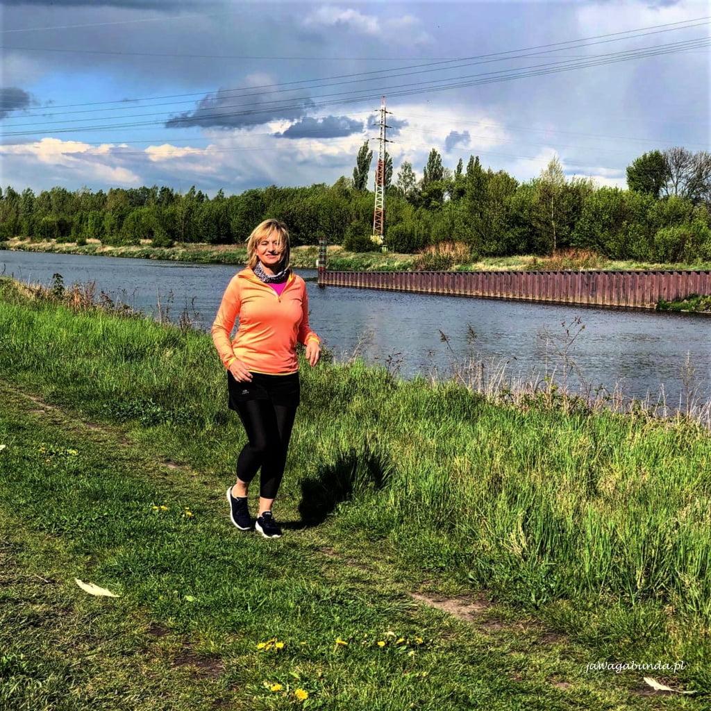 slow jogging w miejscu dowolnym