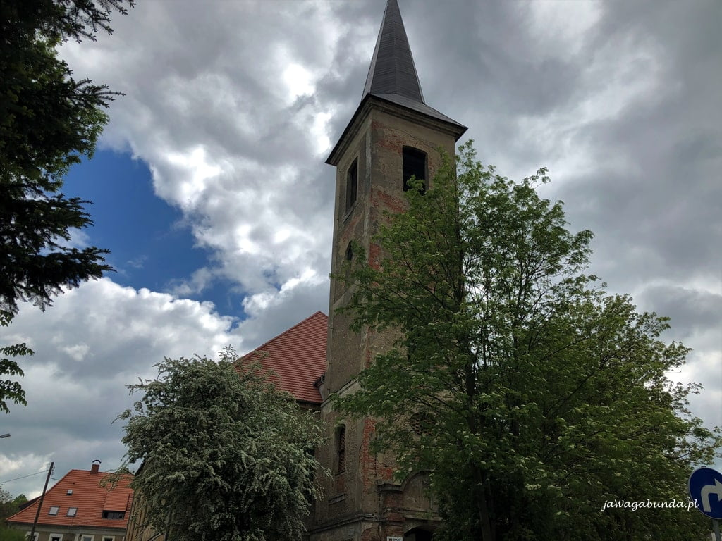 wieża kościoła w Wojcieszowie