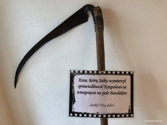kosa eksponat z filmu Sami Swoi