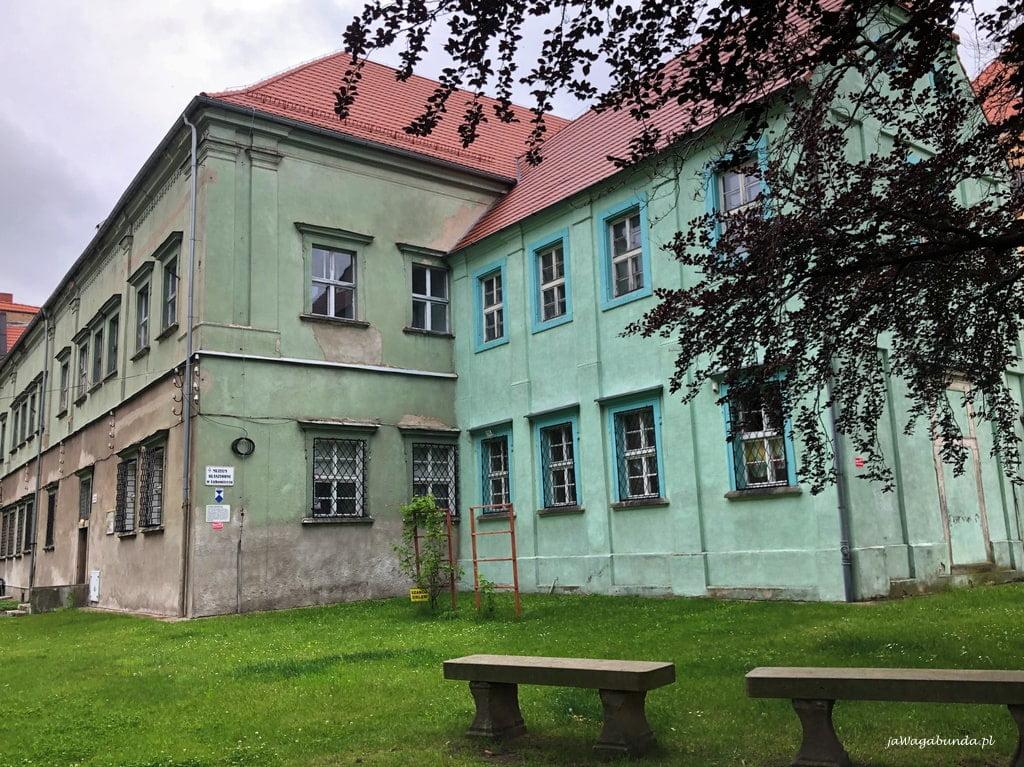 budynki zakonu a obecnie muzeum i internat w Lubomierzu