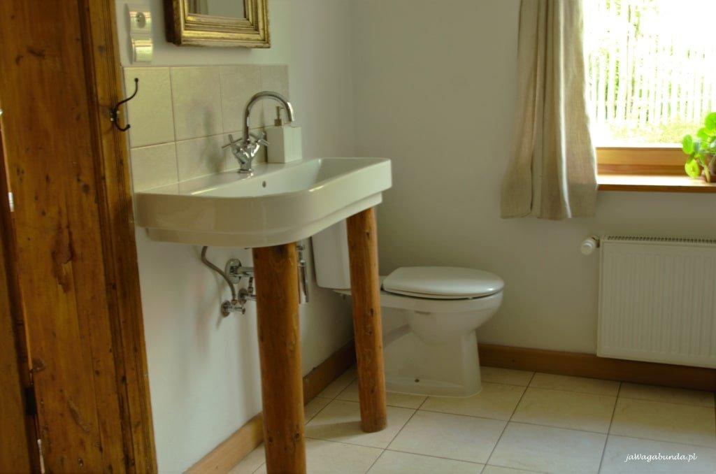 Toaleta w pokrzywniku 11