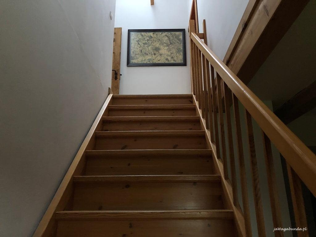 Schody na sypialniane piętro w Pokrzywniku
