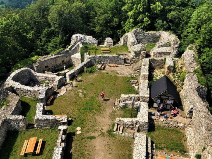ruiny zamku obronnego wleń