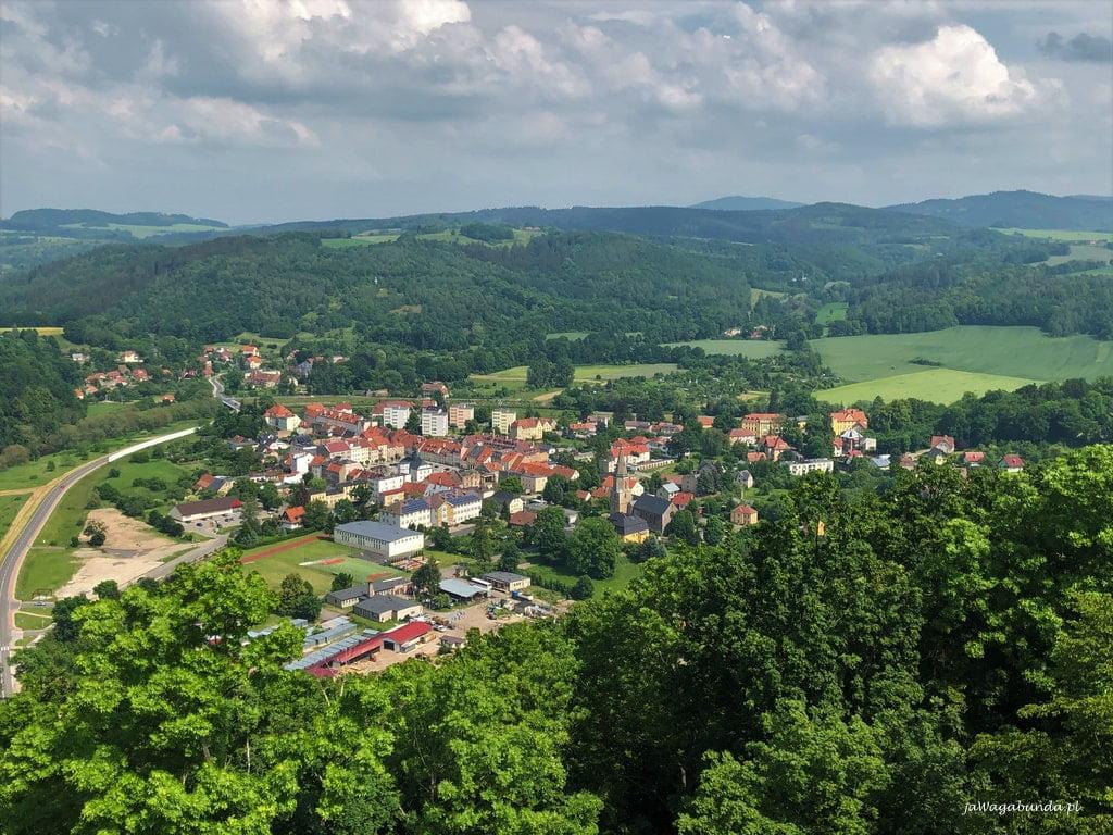 widok z wieży z zamku na miasteczko