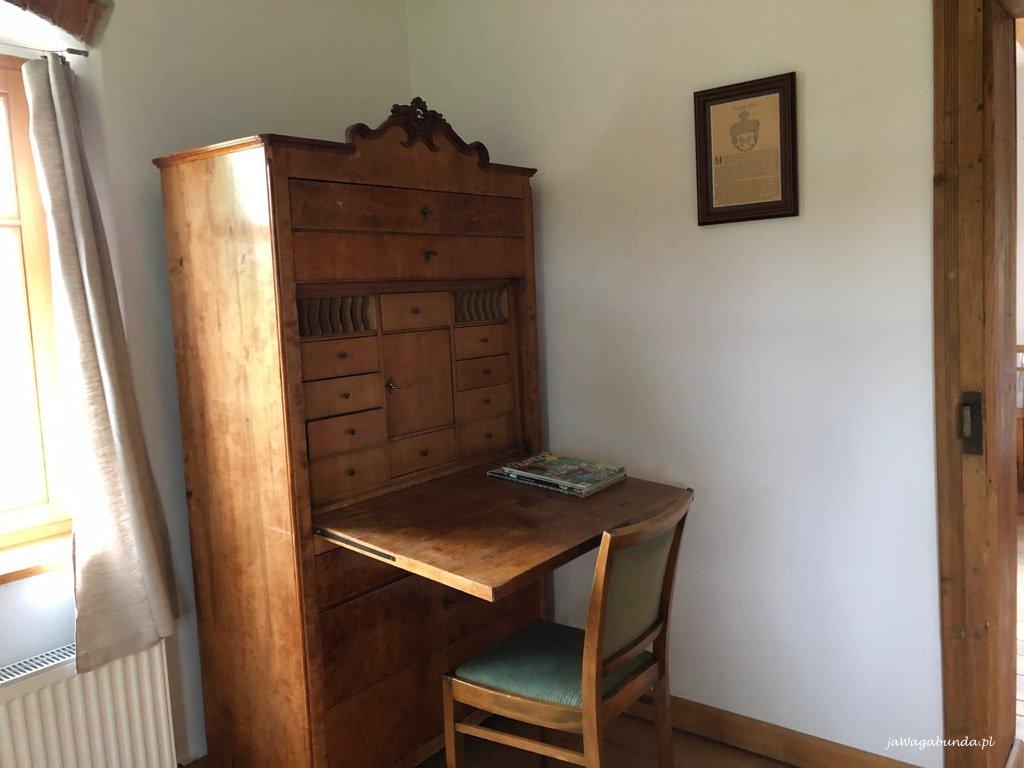sekretarzyk do pracy i krzesło