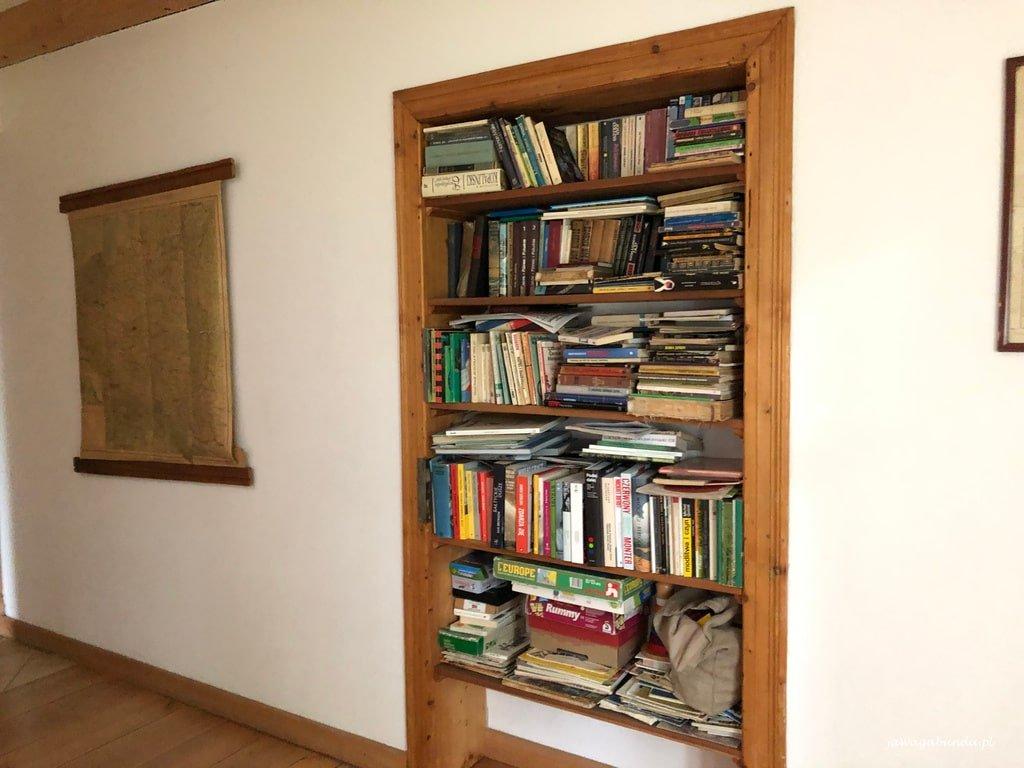 domowa biblioteczk w Pokrzywniku