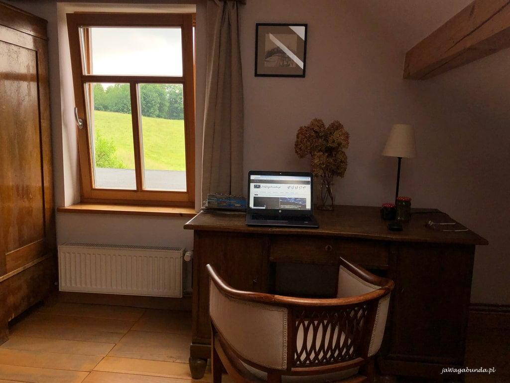 biurko w pokoju w Pokrzywniku