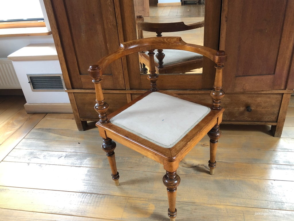 oryginalne , drewniane krzesło