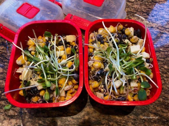 szybka sałatka z warzyw w pojemnikach
