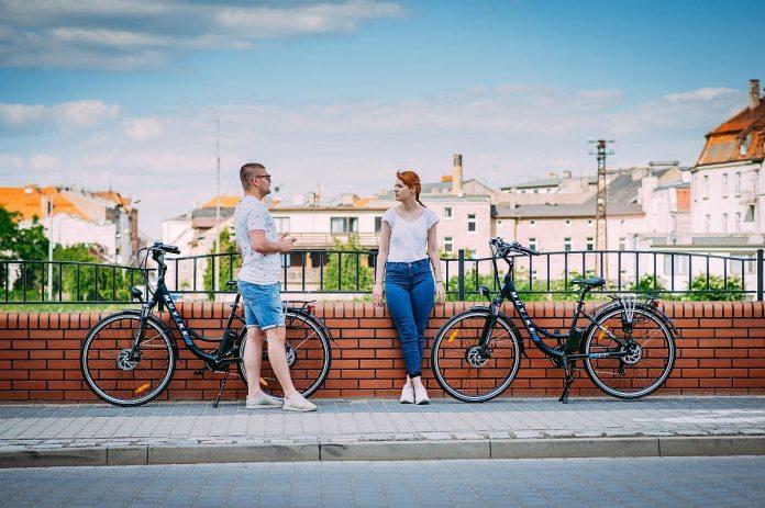 rower elektryczny poza miastem