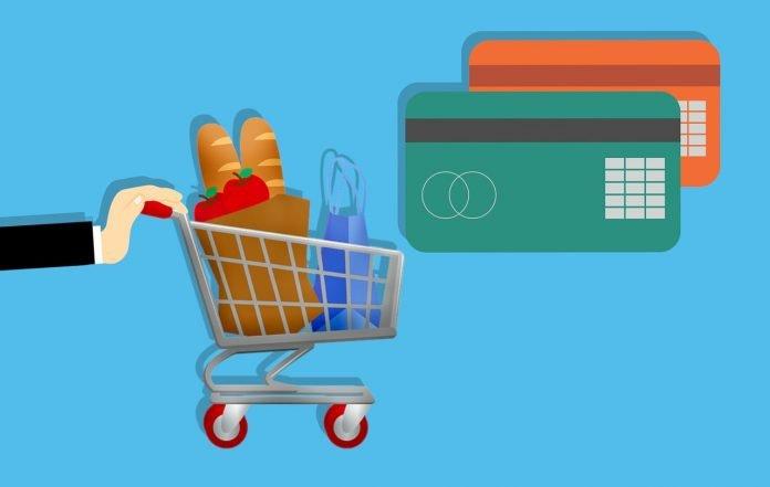 karty kredytowe i wózek na zakupy