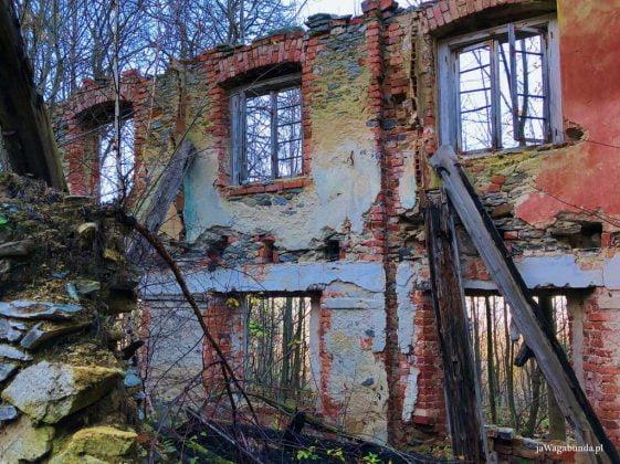 pozostałości ośrodka wypoczynkowego na Górze Zamkowej