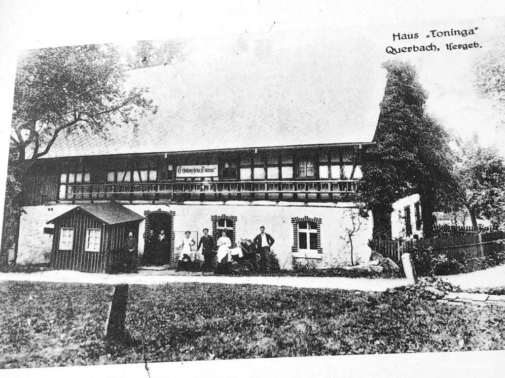 widok na starą widokówkę z wioski Przecznica - dom, dawny zajazd