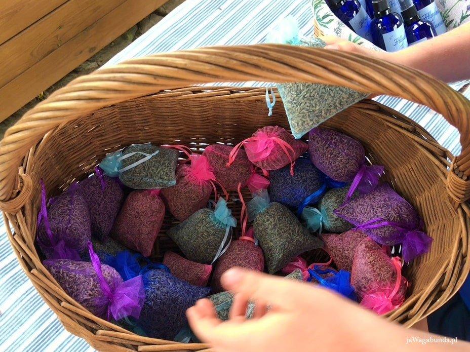 kolorowe saszetki wypełnione lawendą
