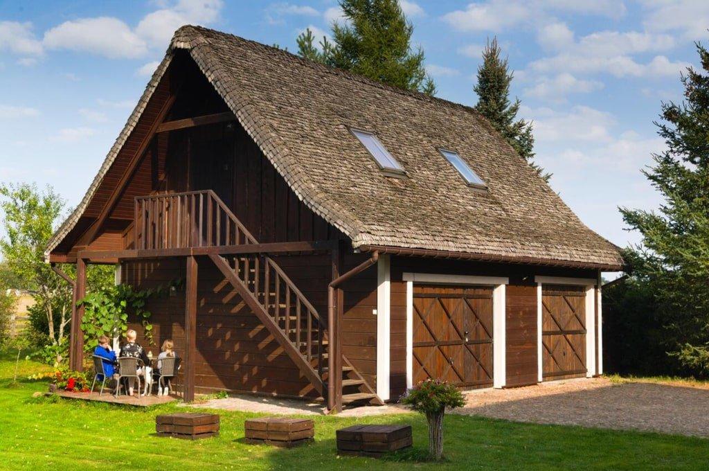 kryta strzechą drewniana chata