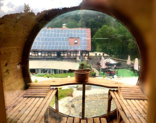 ruska bania sauna i widok na kamienny dom