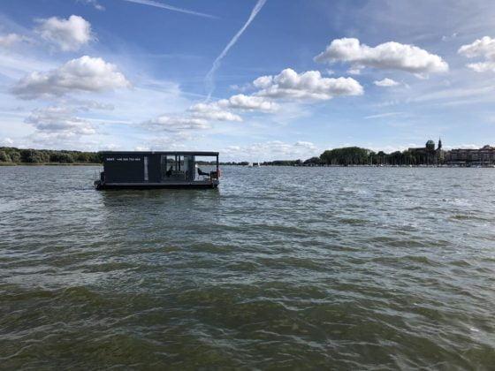 pływający dom na wodzie to idealny sposób na odpoczynek z dala od tłumów