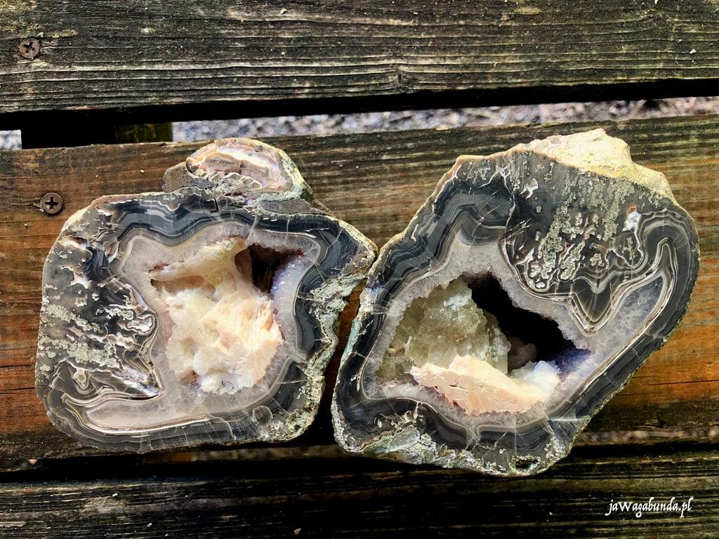 skała z agatem przecięta na pół