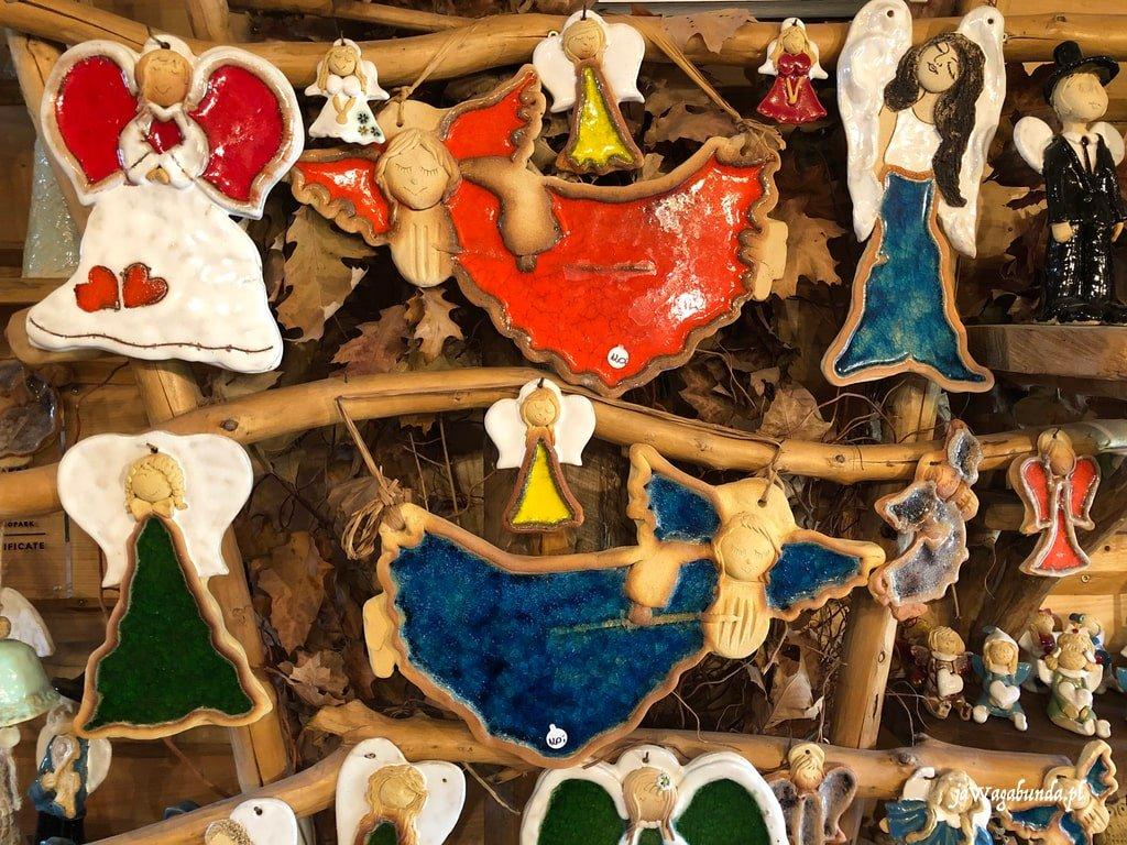 anioły zrobione podczas warsztatów ceramicznych