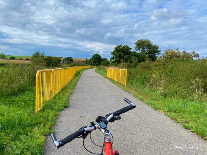 rower na ścieżce rowerowej